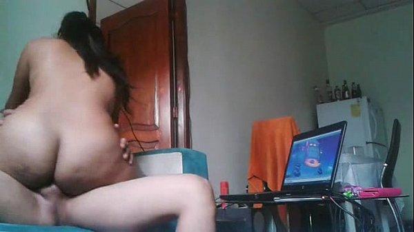Novinha gostosa quicando a buceta na piroca