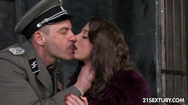 Policial ofereceu a liberdade da safada em troca de sexo