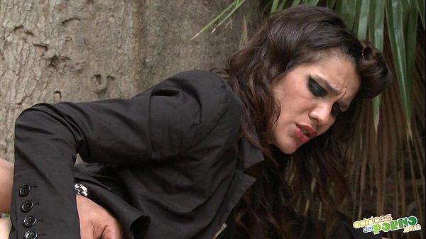 Mulher tarada fodendo em praça pública xnxx