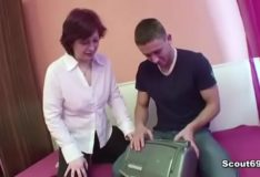 Filho comendo a mãe safada em videos incesto